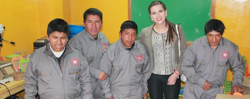 Claudia Fernández, visita Centro Educación  Especial Madre Ascensión Nicol (CEEMAN) en La Paz