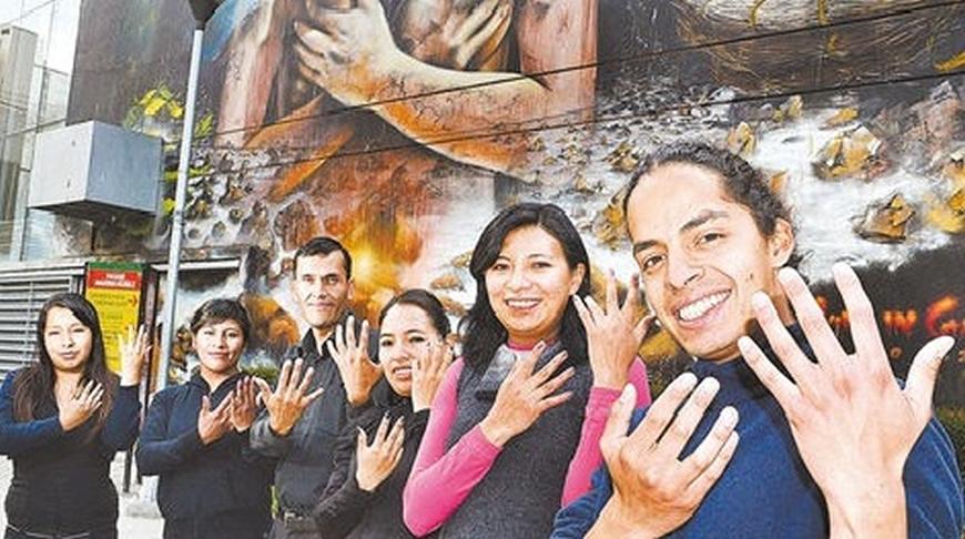 Técnicos de Fe y Alegría y de la Asociación de intérpretes de lengua de señas